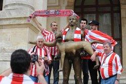 Citeşte şi FINALA EUROPA LEAGUE 2012 - FOTOGRAFIA ZILEI. Suporterii lui Athletic  Bilbao s-au pozat cu statuia împăratului Traian şi lupoaica 63a0082a263b0