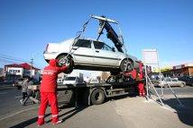 O familie s-a blocat în autoturismul care fusese ridicat pentru parcare ilegală, în Cluj