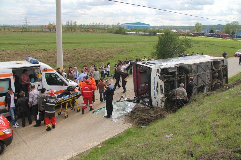 Un autocar cu turişti ucraineni s-a răsturnat într-o comună brăileană