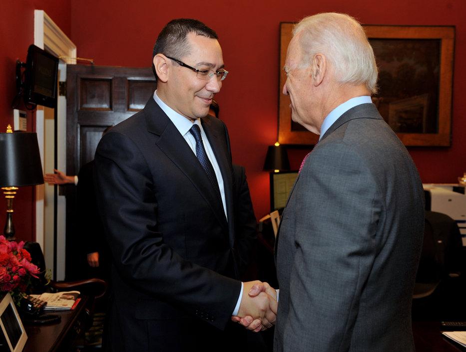 Victor Ponta i-a spus lui Joe Biden, la Casa Albă, că România va recunoaşte Kosovo în 2015