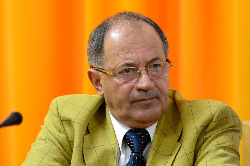 Sorin Roşca Stănescu îl atacă din nou pe Băsescu: Corporaţii i-au livrat bani care ajung în conturi în Seychelles