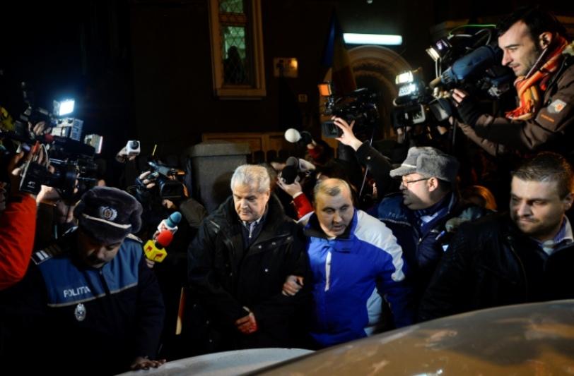 """Ziua 294 în libertate, prima noapte în arest. Adrian Năstase, condamnat la PATRU ANI DE ÎNCHISOARE CU EXECUTARE: """"O decizie extrem de injustă, o răzbunare"""". REACŢIA LUI PONTA"""