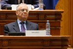 VIDEO. Ion Iliescu a fost surprins din nou dormind în public