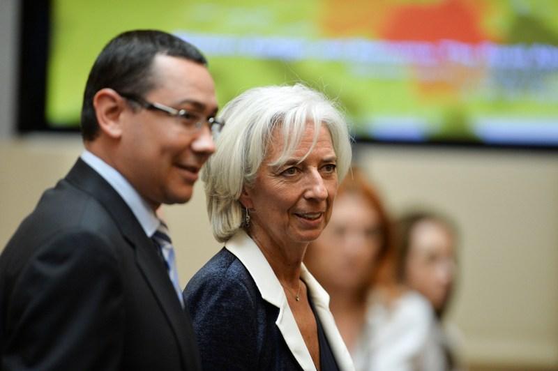 Guvernul reduce CAS cu 5% din luna octombrie, cu trei luni mai tarziu decat promisese. Ponta, intrebat daca are acordul FMI: ,,Nu e niciun acord, nu e niciun dezacord
