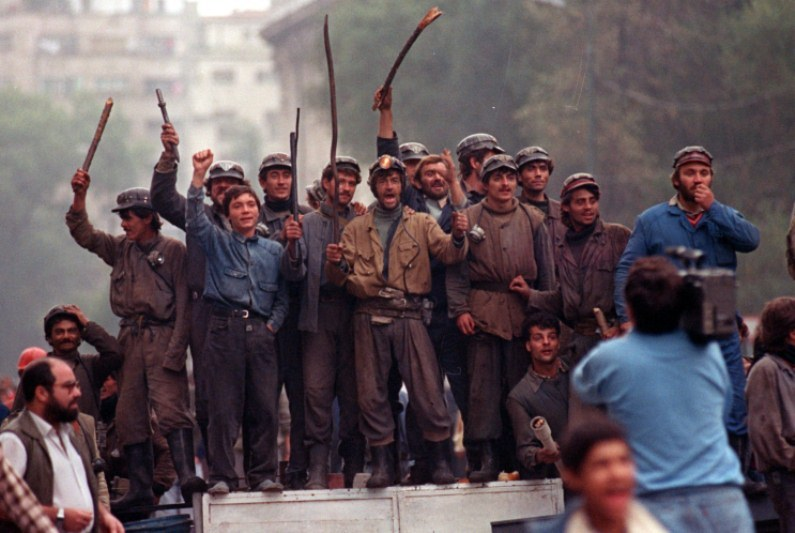 Azi, ca atunci: MAI BINE GOLAN! 24 de ani de la Mineriada din 13 - 15 iunie 1990