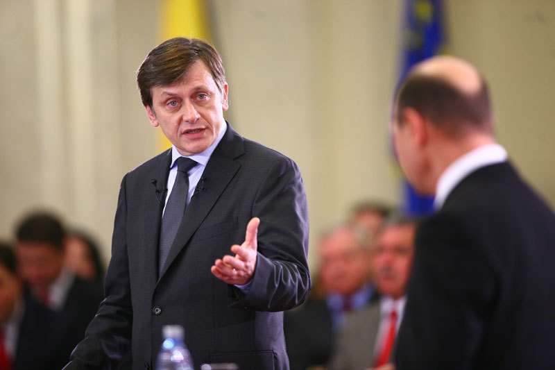 Crin Antonescu, despre reactia lui Basescu in scandalul Bercea: Putea rezolva printr-un singur cuvant: demisie. Cum de nu l-au informat serviciile?