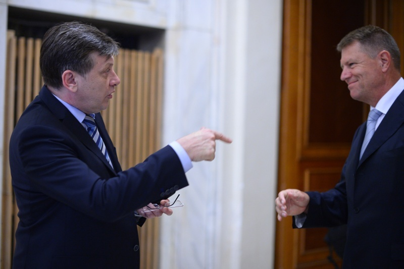 Liberalii isi anunta oficial prezidentiabilul. Ce sanse au, in sondaje, Iohannis si Antonescu in fata lui Ponta