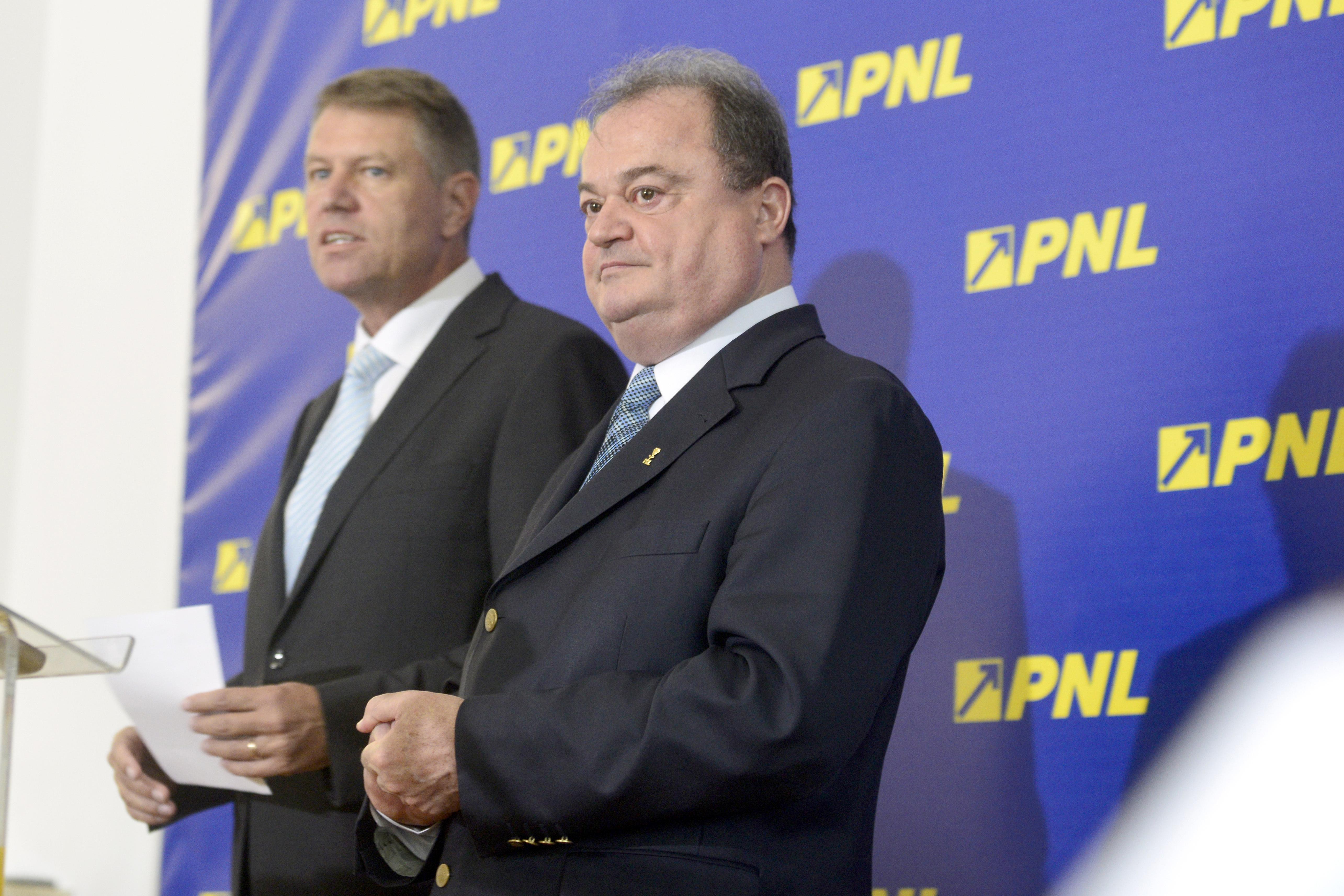 Din imnul national intonat la congresul PNL a fost omisa strofa cu