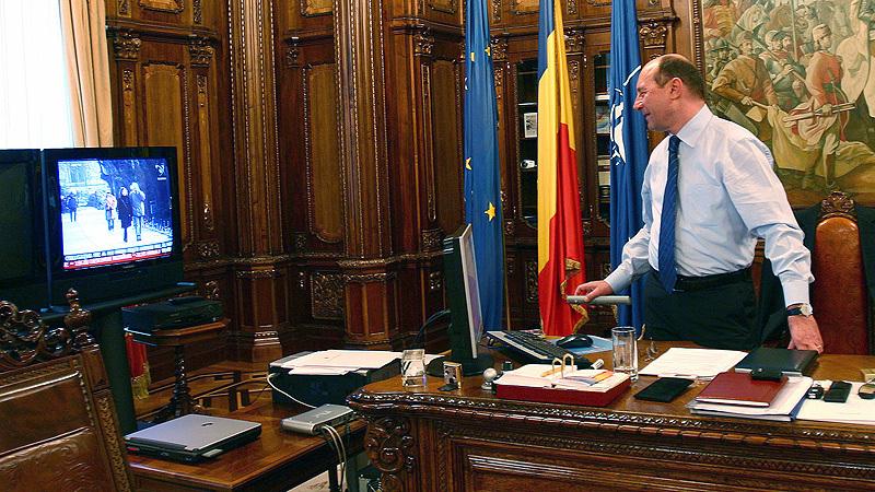 Basescu ii transmite lui Ponta ,,sa se mai gandeasca
