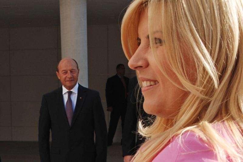 Nimeni nu s-ar fi asteptat sa mearga pana aici. Anuntul despre Basescu facut chiar de Elena Udrea. ,,Nu comentez mai mult