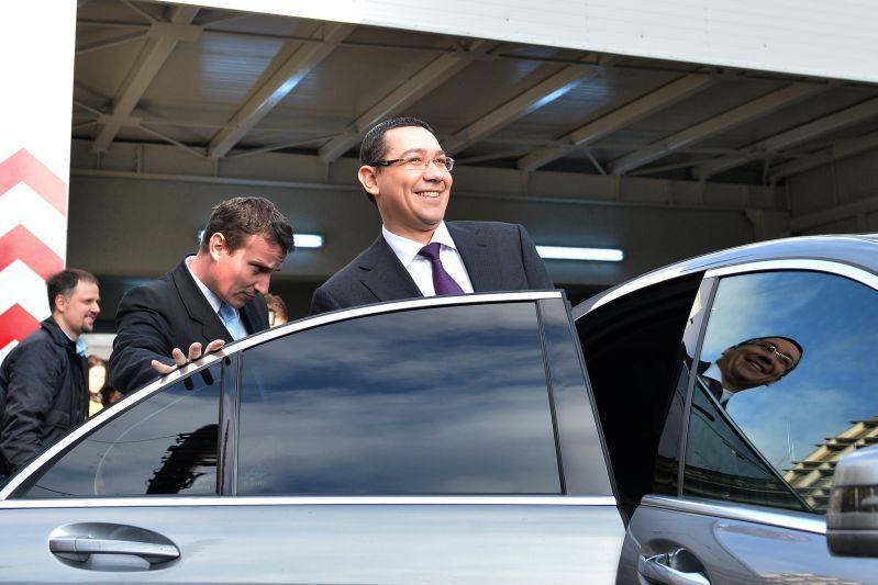 Ponta a asistat la slujba de la Biserica Sf Gheorghe Nou din Bucuresti alaturi de mai multi ministri