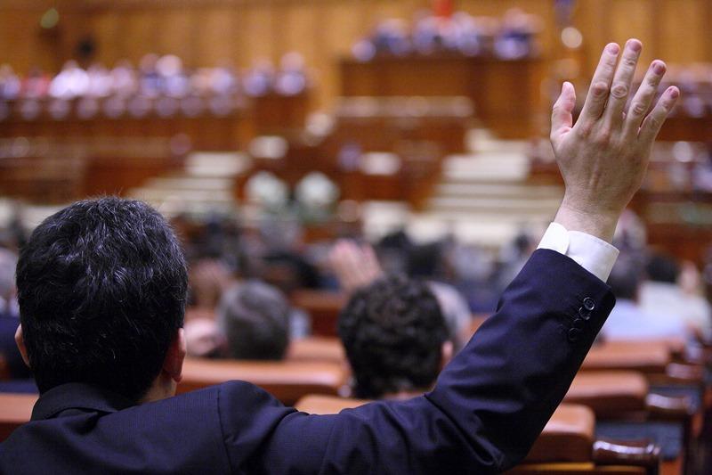 Cum se vede din Parlament recesiunea tehnica. Senator PSD: ,,Datele sunt relative. Sa nu ne speriem, sa fim optimisti