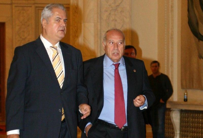 """Mesajul lui Voiculescu pentru Adrian Năstase: """"Dictatura se apropie de final, vor fi multe de construit(...)"""