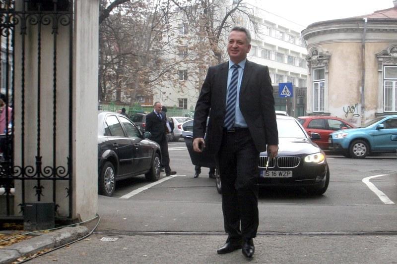 Fenechiu a dat in judecata PNL pentru a recupera datoriile din campania electorala a lui Crin Antonescu