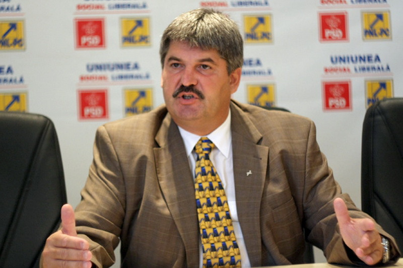 Senatorul Liviu Pasca trece de la PNL la PLR si sustine ca va fi urmat de cinci primari liberali