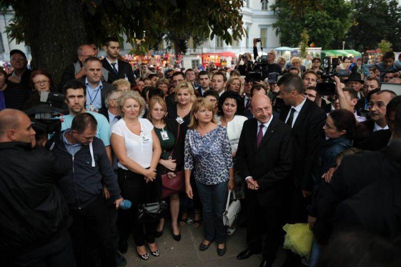 Basescu catre localnici, la Sannicolau Mare: Candidati la Presedintie, si asa nu prea avem candidaturi potrivite
