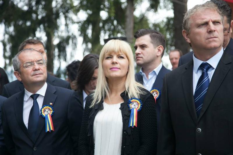 Elena Udrea, huiduita si aplaudata la serbarile de la Tebea: ,,Ma bucur ca sunt un politician care starneste pasiuni