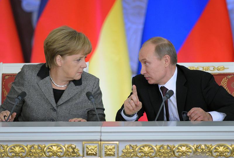 Vladimir Putin, 35 de discutii telefonice cu Angela Merkel de la inceputul anului. Cat de mult a discutat cu Obama si pe cine prefera in locul lui