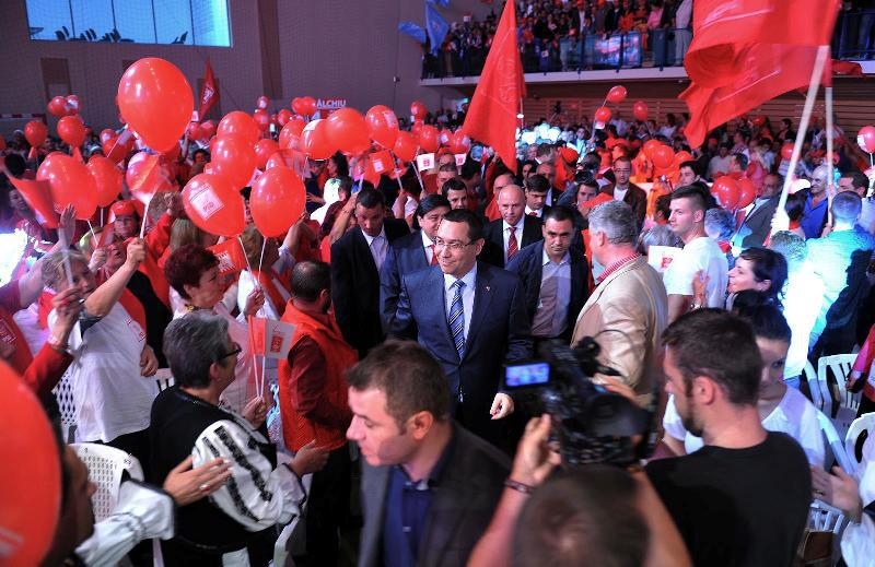 """Congres high-tech la PSD cu paraziti. Validat prezidentiabil, Ponta promite """"a doua Mare Unire"""" si �l ataca pe Iohannis: """"sunt m�ndru ca investesc �n copii si nu �n case"""""""