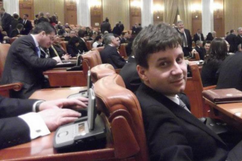 Un deputat anunta ca intra in greva foamei in Parlament<br />