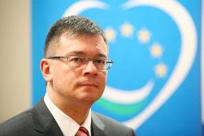 Ungureanu: Băsescu se apropie periculos de limita instigării la infracţiune, cu ofiţerul acoperit