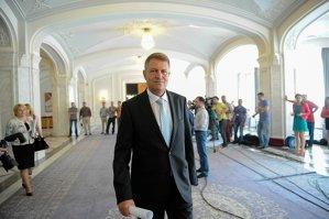 Klaus Iohannis s-a înscris oficial în cursa prezidenţială, prezentând 2,2 milioane de semnături de susţinere. De câte voturi are nevoie ca să devină preşedinte