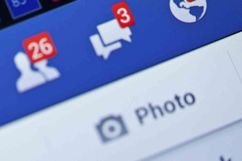 Un primar isi indeamna alegatorii pe Facebook sa-l sfatuiasca in ce partid sa migreze