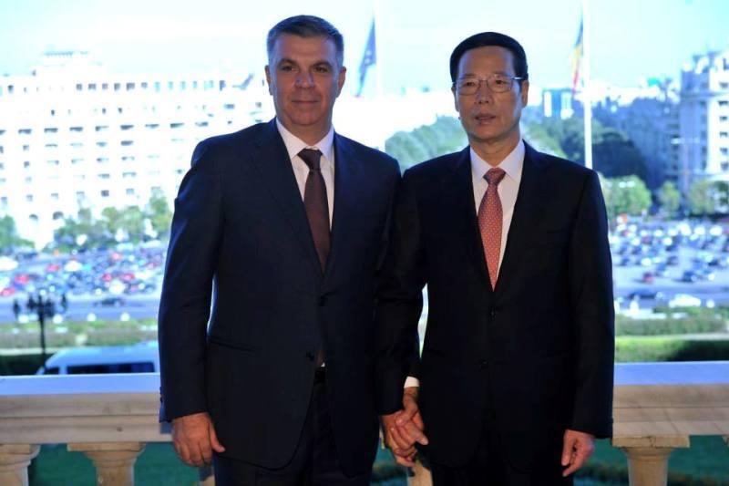 Fotografia zilei. Valeriu Zgonea s-a tinut de mana cu vicepremierul chinez Zhang Gaoli