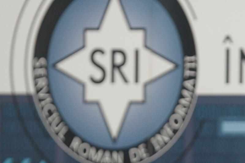 Candidatul Iohannis: E normal ca serviciile sa aiba ofiteri acoperiti in presa si in politica