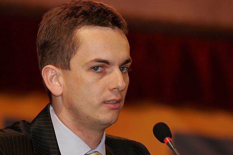 PREMIERA in SENAT. Un senator la un pas sa fie DAT AFARA din Parlament, dupa ce a fost gasit incompatibil
