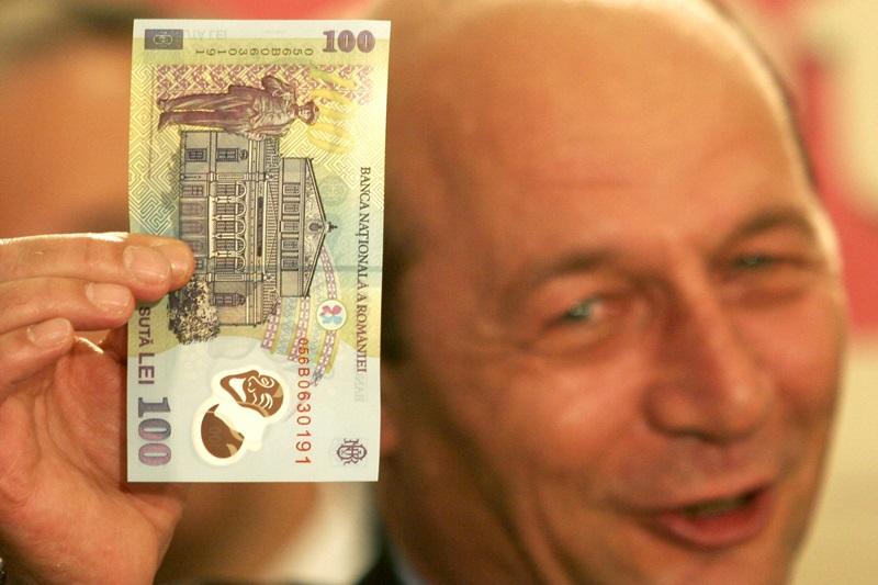 Varianta lui Basescu pentru ,,a termina cu gentile cu bani care vin la sediul de campanie