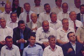 La 12 ore după ce cuplul Dragnea-Ghiţă a anunţat că preia partidul, Victor Ponta le-a trimis prin SMS tuturor baronilor locali URMĂTORUL MESAJ:
