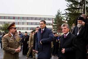 Ponta: Nu m-am întâlnit cu Băsescu la Ziua Armatei. Mă bucur că nu a fost nimeni fluierat, huiduit