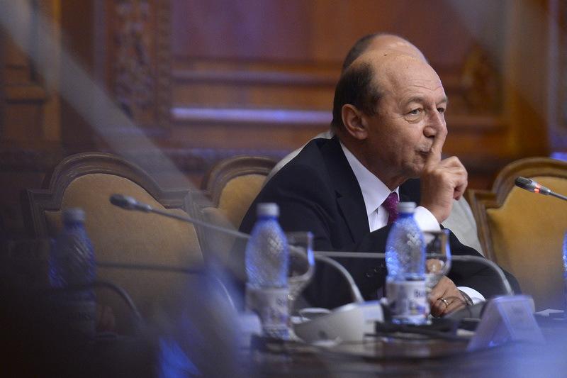 Basescu a chemat sefii serviciilor secrete la raport pentru a vedea cine a facut filajul in cazul Bica-Udrea-Topoliceanu