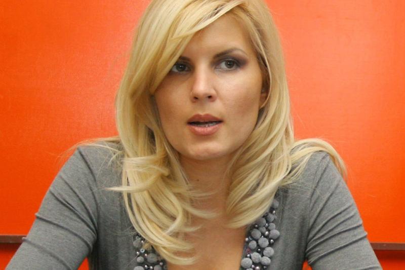 BREAKING NEWS! Scoasa din cursa prezidentiala, Elena Udrea a luat o decizie SOC.  Vom reveni cu amanunte!