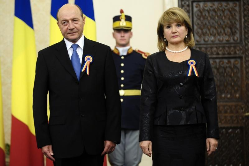 Ce a declarat sotia lui Traian Basescu, printr-un comunicat oficial al Presedintiei, dupa zvonurile legate de un posibil divort