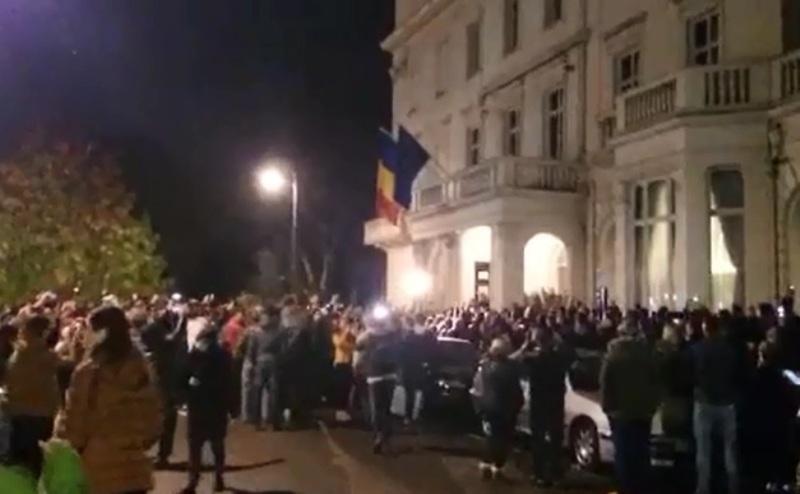 """Cum a fugit PSD-ul lui Ponta de succesul din primul tur al prezidenţialelor după valul de proteste din marile capitale europene. Dragnea: """"Şi noi putem să încercăm să dăm cu pietre"""" REPORTAJ GÂNDUL"""