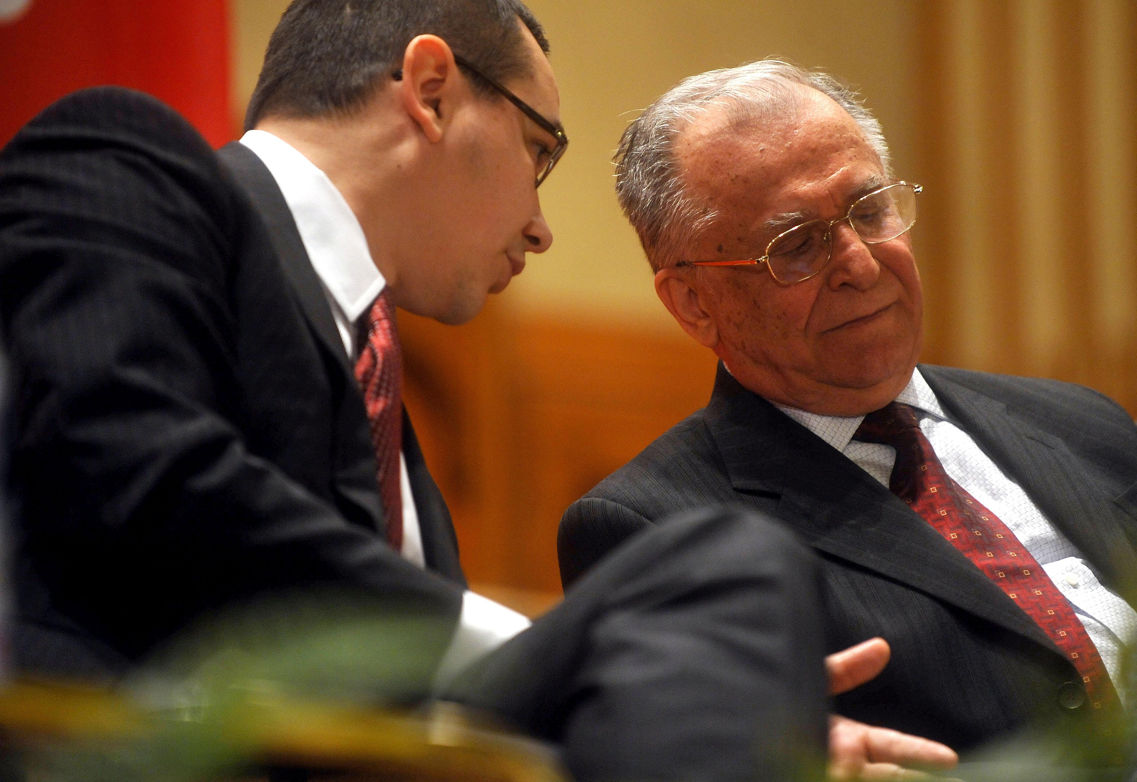 Cum raspunde Iliescu cand e intrebat de ce a pierdut Ponta alegerile