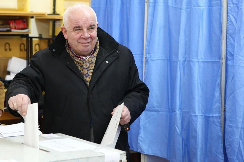 Senatorul Marin Burlea (fost PNL) spune ca in turul doi a votat cu Iohannis si apoi a aderat la UNPR