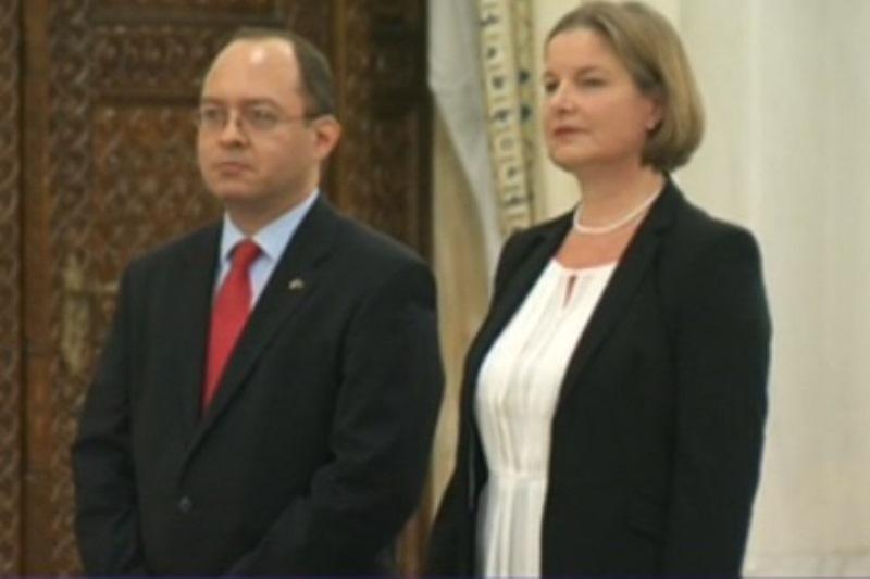 Bogdan Aurescu si Heged�s Csilla au depus juramantul la Palatul Cotroceni. Traian Basescu: ,,Avem nevoie de stabilitate si seriozitate la MAE