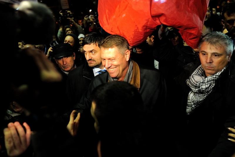 Iohannis si Blaga s-au intalnit cu parlamentarii si liderii PNL la un restaurant din Capitala