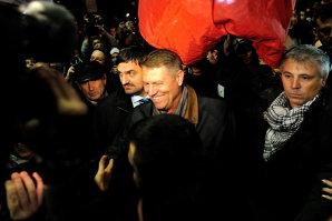 Iohannis şi Blaga s-au întâlnit cu parlamentarii şi liderii PNL la un restaurant din Capitală
