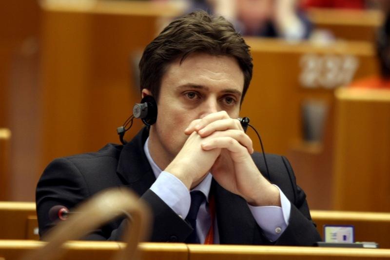 Europarlamentarul Catalin Ivan a fost dat afara de la sefia grupului PSD in PE chiar in direct. Firea: