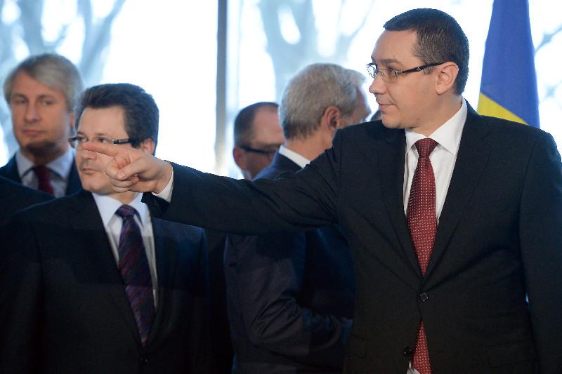 Trei ministri si-au dat LOG OUT din Guvernul Ponta