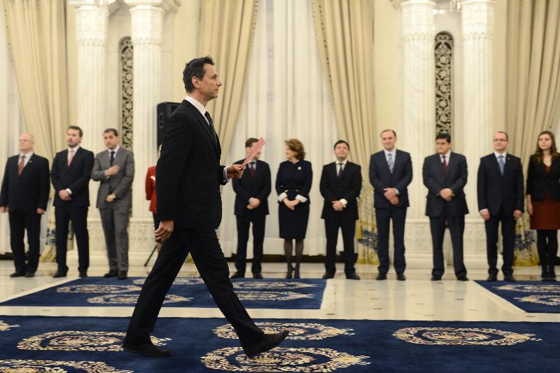 Ministrii care pleaca din Guvernul Ponta: Bogdan Stanoevici, actorul huiduit in timpul episodului ,,votul diasporei