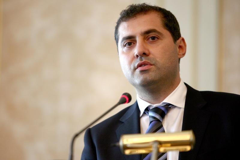 Florin Jianu, ministrul delegat pentru IMM, Mediu de Afaceri si Turism, va fi inlocuit de Andrei Gerea