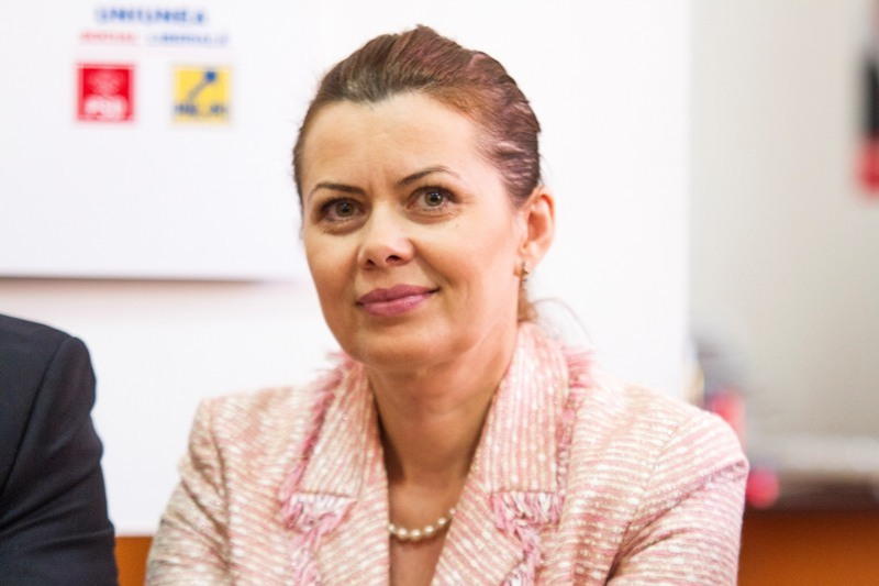 Aurelia Cristea, ministru delegat pentru Dialog Social, printre cei care pleaca din Guvernul Ponta. Bilant la iesirea din Executiv