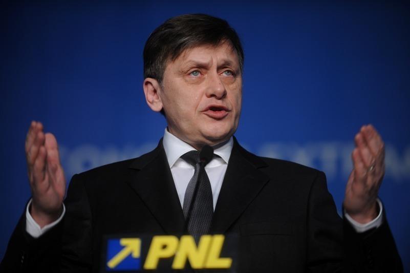INTERVIURILE GÂNDUL. Ce spune Crin Antonescu despre relaţia cu Klaus Iohannis, viitorul său în PNL şi demisia lui Ponta de la Guvern