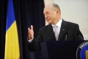 """Traian Băsescu, preşedintele-jucător, părăseşte după un deceniu """"corabia"""" România"""