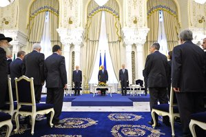 Klaus Iohannis depune jurământul duminică: ce atribuţii are preşedintele